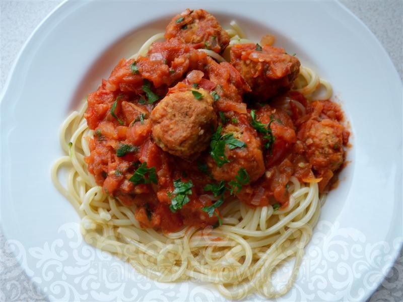 klopsiki-z-soczewicy-w-sosie-pomidorowym-01